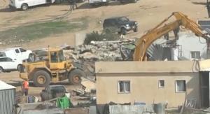 Israël détruit les maisons d'un village bédouin, tuant également