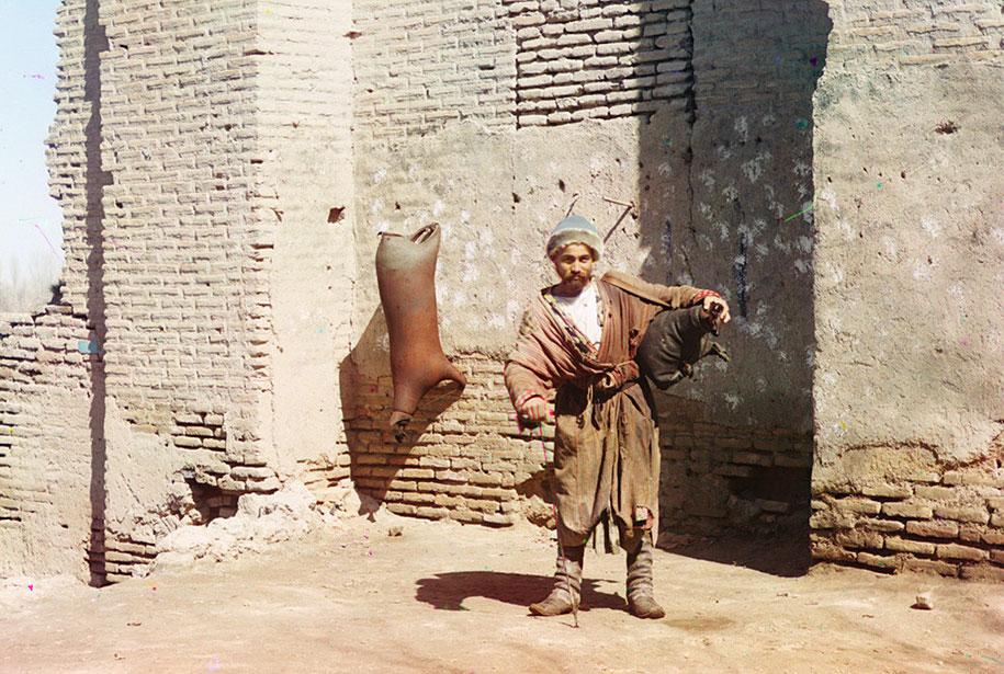 Un porteur d'eau à Samarkand, OUzbékistan